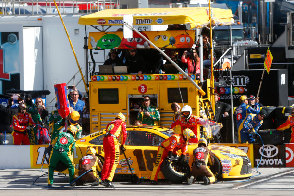 4-6 March, 2016, Las Vegas, Nevada USA Kyle Busch, M&M's 75 Toyota Camry pit stop ?2016, Lesley Ann Miller LAT Photo USA
