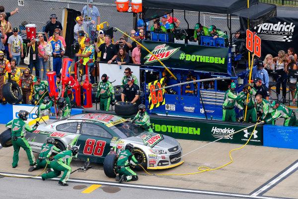 23-25 October, 2015, Talladega, Alabama USA Dale Earnhardt Jr pit stop ?2015, Russell LaBounty LAT Photo USA