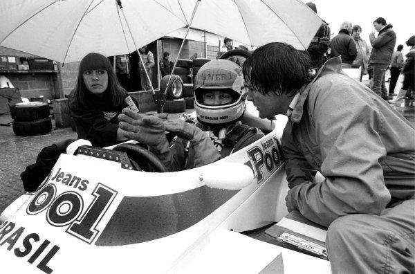 Race winner Ayrton Senna (BRA) West Surrey Racing Ralt Toyota RT3/83 talks with with team boss Dick Bennetts (NZL) on the grid. British Formula Three Championship, Silverstone, England, 20 March 1983.