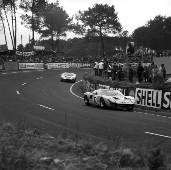 Le Mans, France. 18th - 19th June 1966.Jochen Rindt/Innes Ireland (Ford GT40), retired, action.World Copyright: LAT Photographic.Ref: 35066.