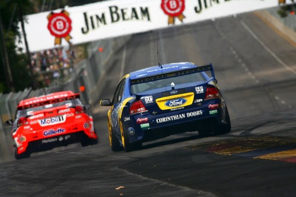 Todd Kelly (AUS) HRT Commodore is pursued by James Courtney (AUS) Jeld-Wen Ford