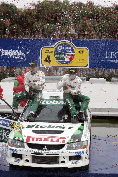 2007 FIA World Rally ChampionshipRound 4Rally Mexico 20078th-11th March 2007Mark Higgins, Mitsubishi, Podium.Worldwide Copyright: McKlein/LAT