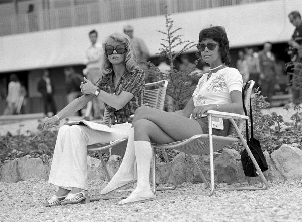 Barbro Peterson, left keeps times for husband Ronnie  French GP, Paul Ricard, 4 July 1971