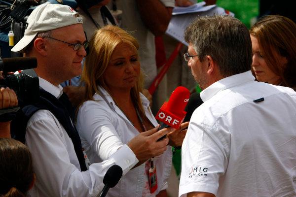 Circuit de Catalunya, Barcelona, Spain8th May 2009Ross Brawn, Team Principal, Brawn GP, is interviewed. Portrait. Media. World Copyright: Charles Coates/LAT Photographicref: Digital Image _26Y4578