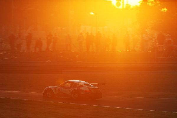 Le Mans, France. 13th - 17th June. Race. Allan Simonsen (AUS)/ Lars Erik Nielsen (DAN)/ Pierre Ehret (DEU) (no 93 Porsche 997 GT3 RSR) action. Sunrise. World Copyright: Kevin Wood/LAT Photographic. ref: Digital Image IMG_3728a