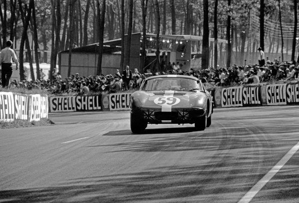 Le Mans, France. 19th - 20th June 1965.Peter Harper/Peter Sutcliffe (AC Cobra Daytona), retired, action. World Copyright: LAT Photographic.Ref:  L65 - 263 - 25.