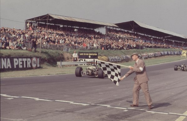 1968 British Grand Prix.Brands Hatch, England.18-20 July 1968.Chris Amon (Ferrari 312) 2nd position.Ref-68 GB 22.World Copyright - LAT Photographic