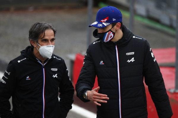 Davide Brivio, Racing Director, Alpine F1, and Esteban Ocon, Alpine F1