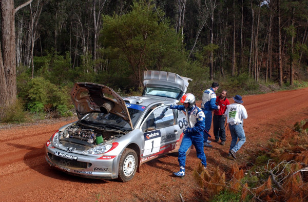 2002 World Rally Championship. Telstra Rally Australia, Perth. October 31st-November 3rd. Richard Burns stops with clutch failure on stage 7. Photo: Ralph Hardwick/LAT