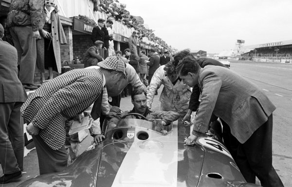 1956 Daily Express Trophy Meeting.Silverstone, Great Britain.5 May 1956.Archie Scott-Brown (Connaught B-type).Ref-Motor 5992C/12.World - LAT Photographic
