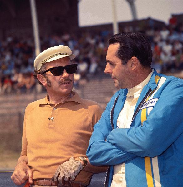 1969 Formula One World Championship.Team Lotus boss Colin Chapman has a chat with Jack Brabham.World Copyright - LAT Photographic