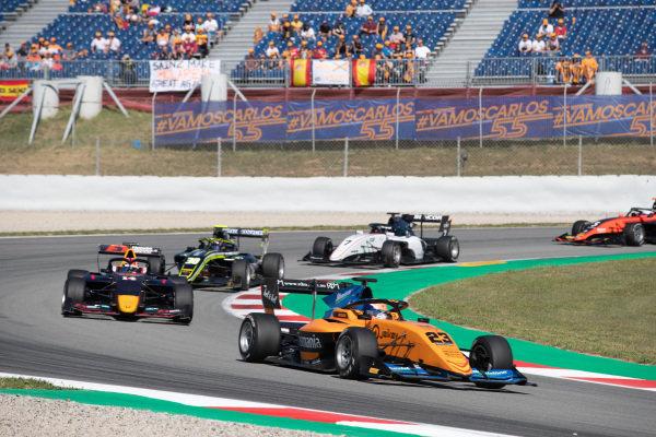 Alexander Peroni (AUS, Campos Racing) and Yuki Tsunoda (JPN, Jenzer Motorsport)
