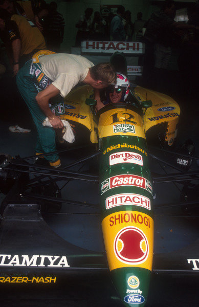 1992 Australian Grand Prix.Adelaide, Australia.6-8 November 1992.Mika Hakkinen shows Wayne Gardner (1987 World 500cc Motorcycle Champion) the ropes of his Lotus 107 Ford, prior to his two lap demonstration run in the car on Sunday Morning.Ref-92 AUS 20.World Copyright - LAT Photographic