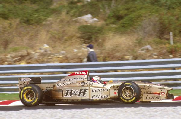 Estoril, Portugal.20-22 September 1996.Martin Brundle (Jordan 196 Peugeot) 9th position. Ref-96 POR 16.World Copyright - LAT Photographic