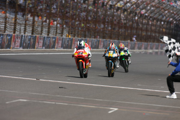 Indianapolis Grand Prix, Indianapolis, USA.28th - 30th August 2009.Finish of the 125cc race Pol Espargaro just holds of Bradley Smith for the win.World Copyright: Martin Heath/LAT Photographic ref: Digital Image SE5K5812