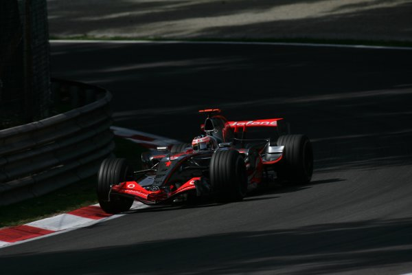 2007 Italian Grand Prix - Friday PracticeAutodromo di Monza, Monza, Italy.7th September 2007.Fernando Alonso, McLaren MP4-22 Mercedes. Action. World Copyright: Steven Tee/LAT Photographicref: Digital Image YY2Z8326