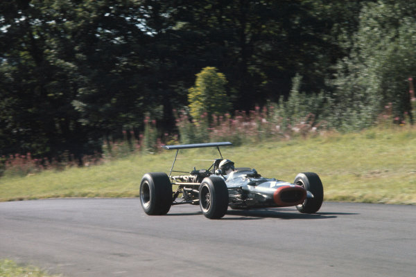 1968 International Gold Cup.  Oulton Park, England. 17th August 1968.  Pedro Rodriguez, BRM P126.  Ref: 68GC12. World Copyright: LAT Photographic