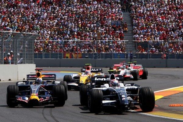 Kazuki Nakajima (JPN) Williams FW30 with damaged front wing causes a traffic jam. Formula One World Championship, Rd 12, European Grand Prix, Race, Valencia, Spain, Sunday 24 August 2008.  BEST IMAGE