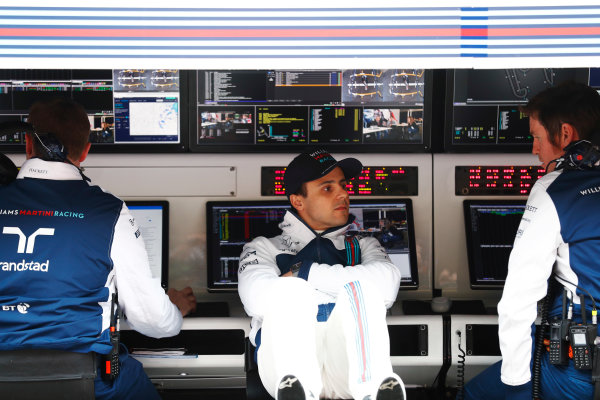 Shanghai International Circuit, Shanghai, China.  Friday 07 April 2017. Felipe Massa, Williams Martini Racing, talks to Rob Smedley, Head of Vehicle Performance, Williams Martini Racing, on the pit wall. World Copyright: Glenn Dunbar/LAT Images ref: Digital Image _X4I6254