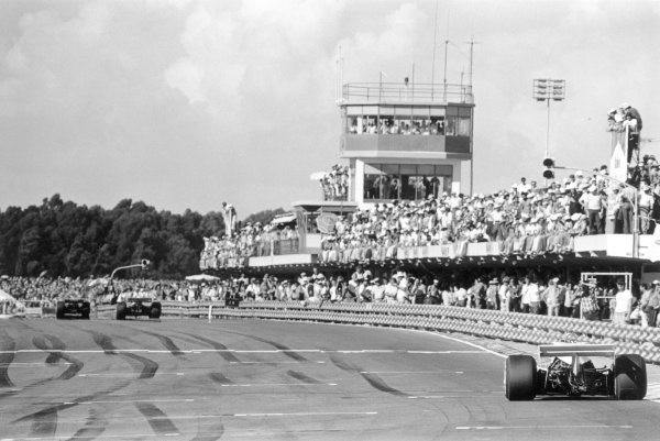 Celebrating the earliest starts to Grand Prix racing calendars