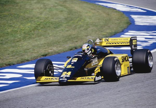 1986 Austrian Grand Prix.Osterreichring, Zeltweg, Austria.15-17 August 1986.Alessandro Nannini (Minardi M186 Motori moderni) in practice only.Ref-86 AUT 30.World Copyright - LAT Photographic