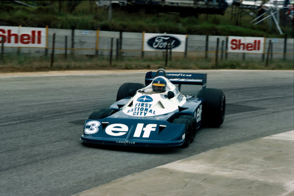 Kyalami, South Africa. 3 - 5 March 1977. Ronnie Peterson (Tyrrell P34-Ford), retired, action.  World Copyright: LAT Photographic. Ref:  77SA15