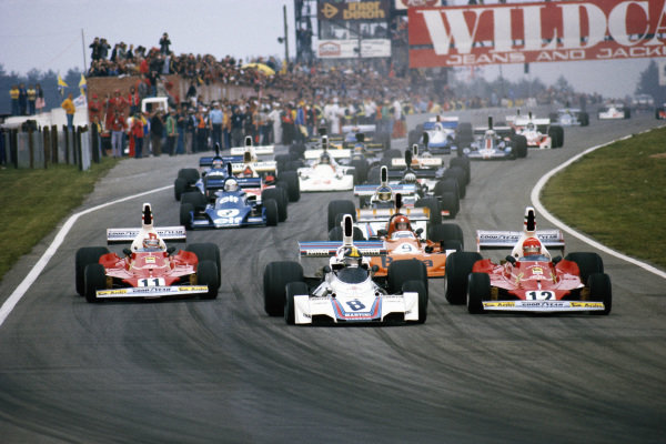 Carlos Pace, Brabham BT44B Ford leads pole sitter Niki Lauda, Ferrari 312T and Clay Regazzoni, Ferrari 312T at the start.