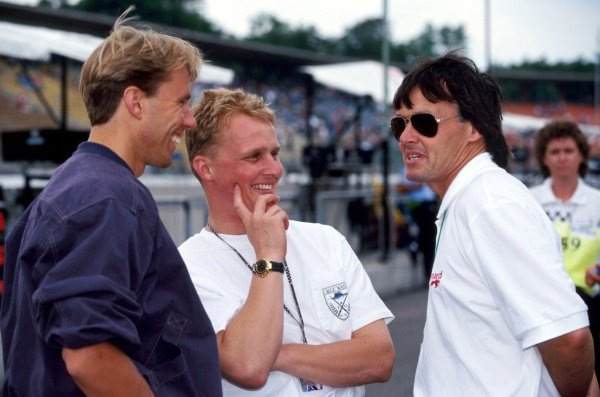 (L to R): Race retiree JJ Lehto (FIN) Sauber and tenth placed Johnny Herbert (GBR) Lotus talk with Adrian Reynard (GBR) Reynard Racing Cars Owner. 