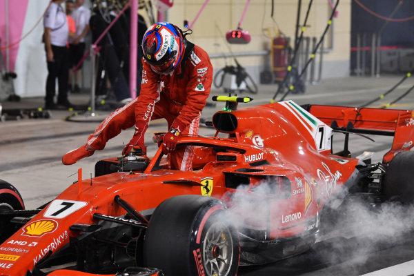 Kimi Raikkonen (FIN) Ferrari SF-71H retires from the race in pit lane