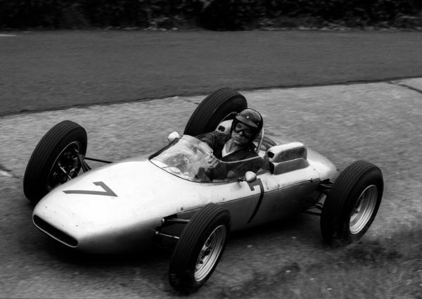 Dan Gurney (USA) Porsche 804 overcame battery problems to finish third. German Grand Prix, Nurburgring, 5 August 1962.