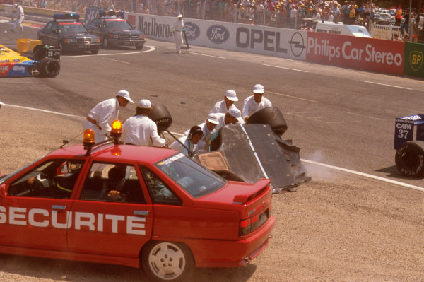 Paul Ricard, Le Castellet, France.7-9 July 1989.Mauricio Gugelmin (March CG891 Judd) has a huge crash on the start of the race at Epingle Ecole.Ref-89 FRA 12.World Copyright - LAT Photographic