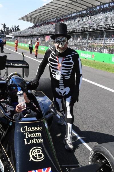 Katsuaki Kubota (JPN) Lotus 78 on the grid at Masters Historics, Circuit Hermanos Rodriguez, Mexico City, Mexico, 29 October 2016.