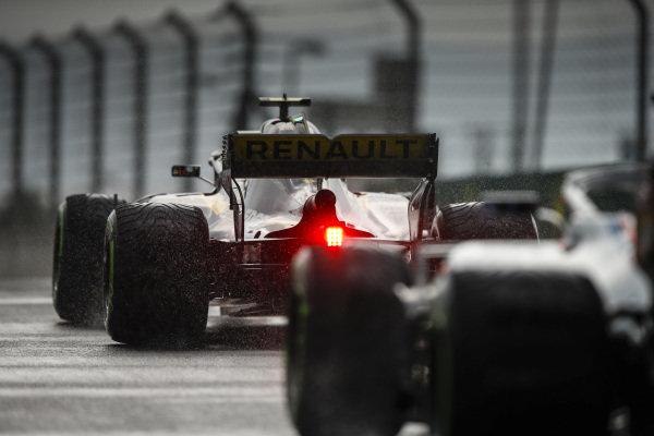Carlos Sainz Jr., Renault Sport F1 Team R.S. 18 on intermediate tyres.