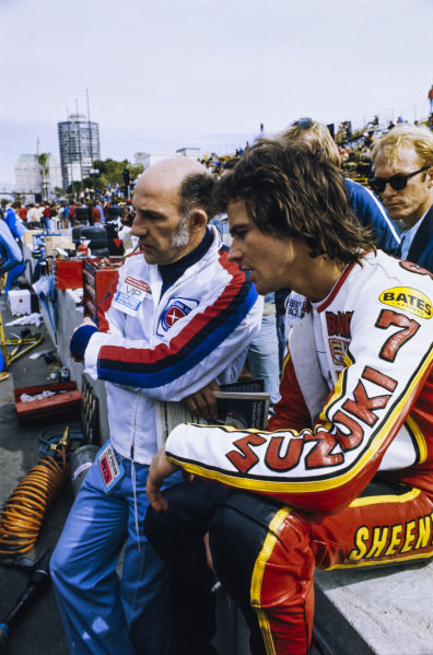 Stirling Moss and Barry Sheene chat on pitwall.