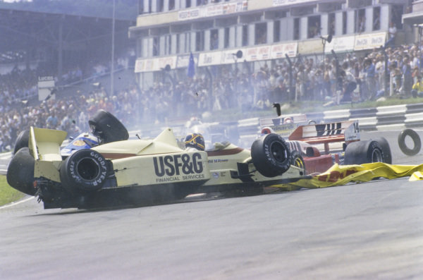 Thierry Boutsen, Arrows A8 BMW, Jonathan Palmer, Zakspeed 861, and Piercarlo Ghinzani, Osella FA1H Alfa Romeo, get tangled up in a multi-car accident.