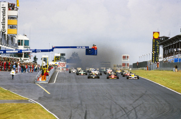 Ayrton Senna, Lotus 97T Renault, Stefan Johansson, Ferrari 156/85, and Keke Rosberg, Williams FW10 Honda, lead the field at the start.