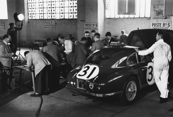 Le Mans, France. 14th - 15th June 1952 Nigel H. Mann/Mortimer Morris-Goodall (Aston Martin DB2), retired, in scruitineering before the race, action. World Copyright: LAT Photographic Ref: 4585I - 4.