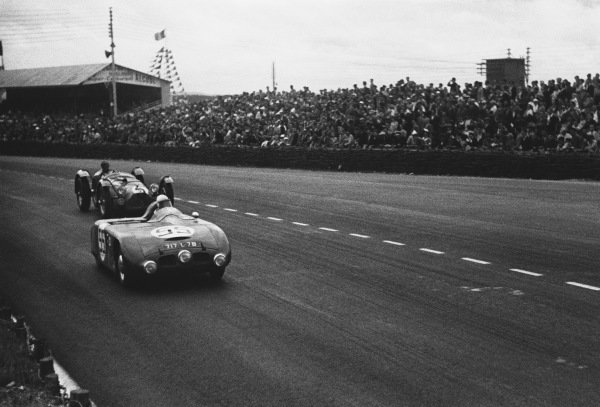 Le Mans, France. 24th - 25th June 1950 A. Lachaize/A. Debille (Dyna Panhard), 26th position, action. World Copyright: LAT Photographic Ref: L467 - 9A.