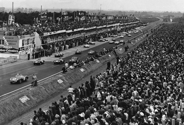 Le Mans, France. 28th - 29th July 1956.Stirling Moss/Peter Collins (Aston Martin DB3S), 2nd position, leads away at the start of the race, action. World Copyright: LAT Photographic.Ref: Autocar Glass Plate C47625.