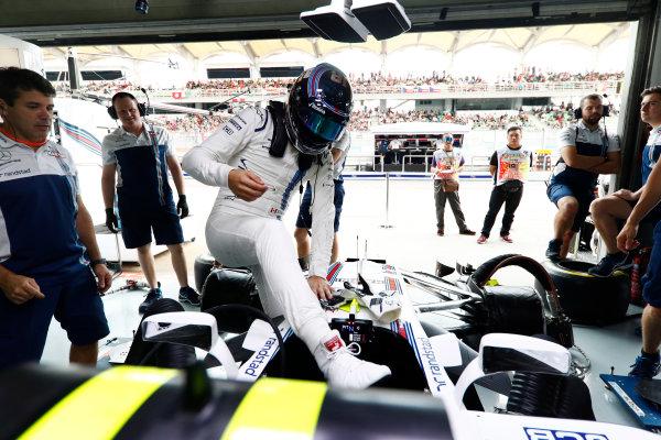 Sepang International Circuit, Sepang, Malaysia. Saturday 30 September 2017. Lance Stroll, Williams Martini Racing, enters his cockpit in the team's garage. World Copyright: Glenn Dunbar/LAT Images  ref: Digital Image _X4I0319