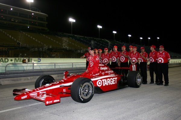 Dan Wheldon (GBR), Target Ganassi Racing, wins the pole. He went on to win the race.