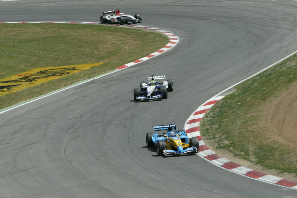 2003 Spanish Grand Prix - Sunday Race,Barcelona, Spain.4th May 2003.Fernando Alonso, Renault R23, leads Ralf Schumacher, BMW Williams FW25, action.World Copyright LAT Photographic.ref: Digital Image Only.