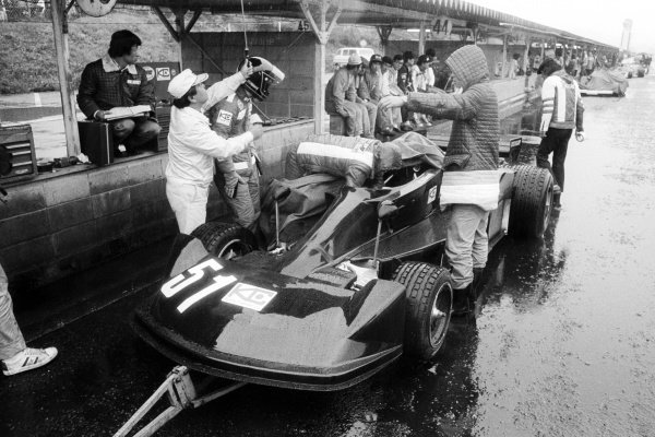 Masahiro Hasemi (JPN) Kojima KE007, finished twelfth but earned the notable distinction in setting the race's fastest lap on his first and only GP appearance. Japanese Grand Prix, Rd 16, Fuji, Japan, 24 October 1976.