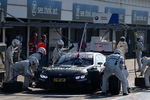 2017 DTM Round 9  Hockenheimring, Germany  Sunday 15 October 2017. Pit stop, Bruno Spengler, BMW Team RBM, BMW M4 DTM  World Copyright: Alexander Trienitz/LAT Images ref: Digital Image 2017-DTM-HH2-AT2-1355