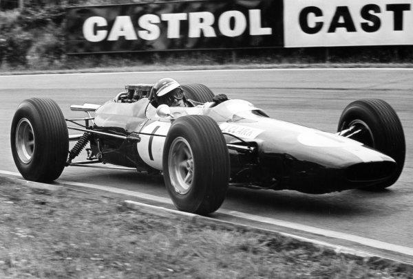 1964 British Grand Prix.Brands Hatch, Great Britain. 11 July 1964.Jim Clark, Lotus 25-Climax, 1st position, action.World Copyright: LAT Photographic