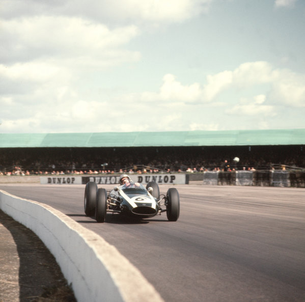 1963 International Trophy  Silverstone, England. 9th - 11th May 1963.  Bruce McLaren (Cooper T66 Climax).  Ref-3/1004C. World Copyright - LAT Photographic