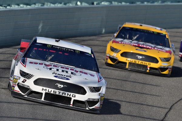 #2: Brad Keselowski, Team Penske, Ford Mustang Discount Tire and #14: Clint Bowyer, Stewart-Haas Racing, Ford Mustang Rush Truck Centers / Haas CNC