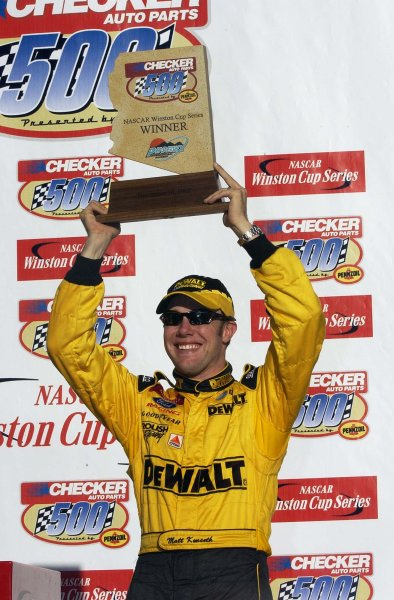 2002 NASCAR Phoenix, USA November 09-10, 2002 Checker Auto Parts 500 ,Phoenix International Raceway-Matt Kenseth holding his winning hardware up high,-Robt LeSieur2002LAT Photographic