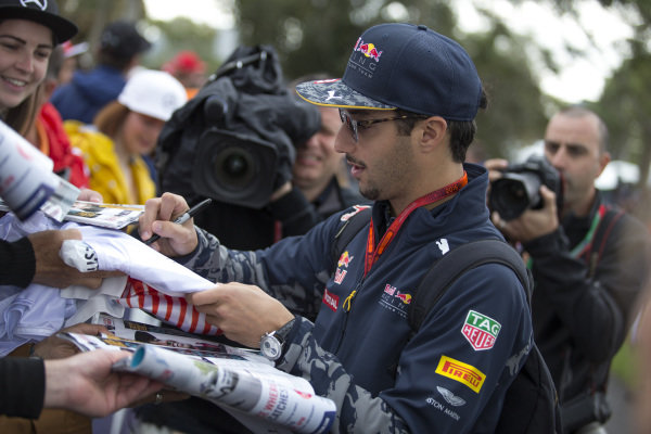 Daniel Ricciardo (AUS) Red Bull Racing signs autographs for the fans at Formula One World Championship, Rd1, Australian Grand Prix, Practice, Albert Park, Melbourne, Australia, Friday 18 March 2016.