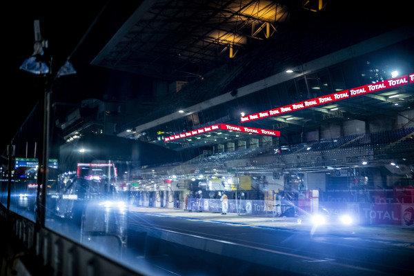 Team Project 1, Porsche 911 RSR: Jeroen Bleekemolen, Felipe Fraga, Ben Keating and reflection of the pit lane